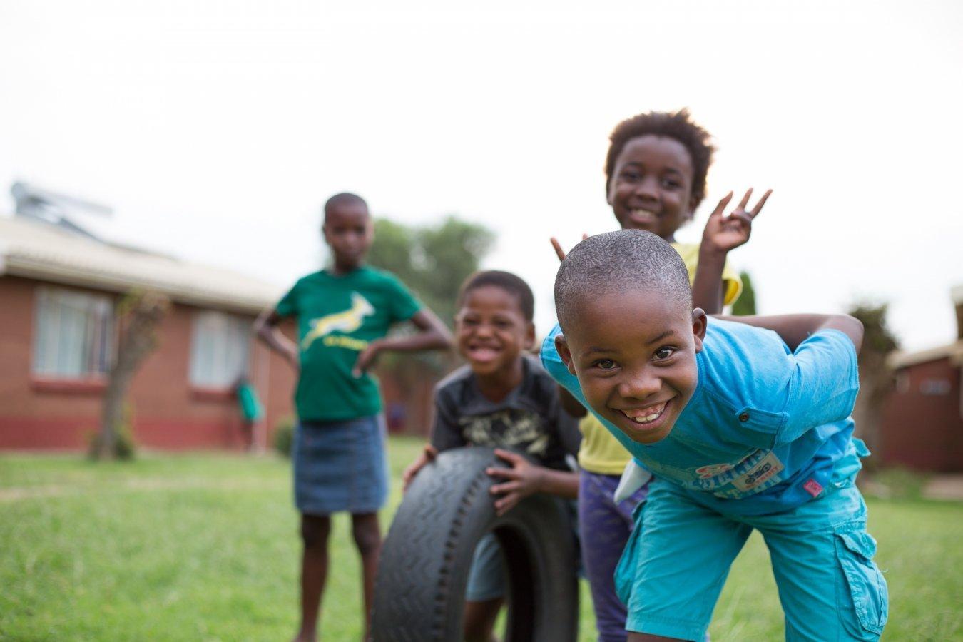 Quatre enfants de notre village d'enfants de Mamelodi, en Afrique du Sud.