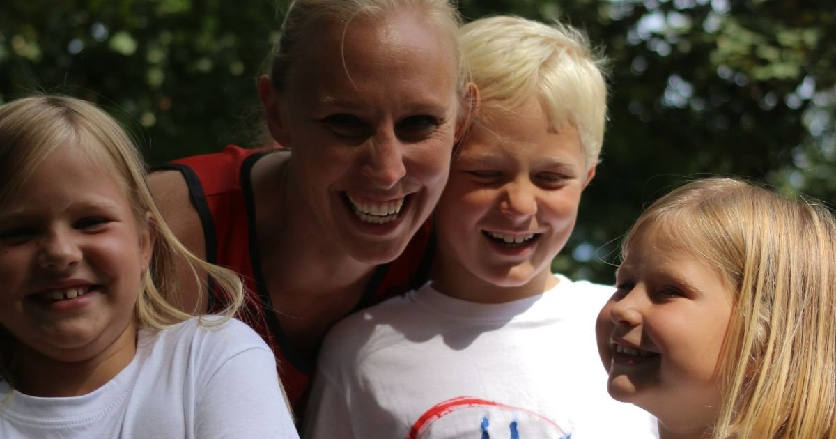 Ann Wauters en haar drie kinderen doen mee met Kids 4 Kids